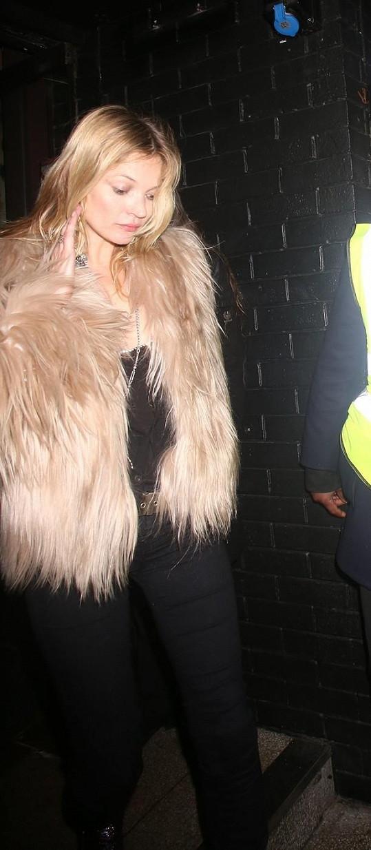 Kate Moss je společenský tvor.