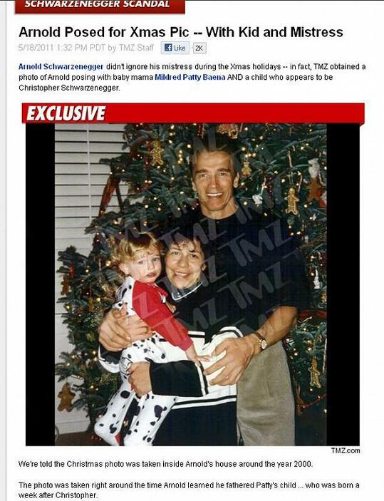 Arnold Schwarzenegger se svou utajovanou rodinou v roce 2000.
