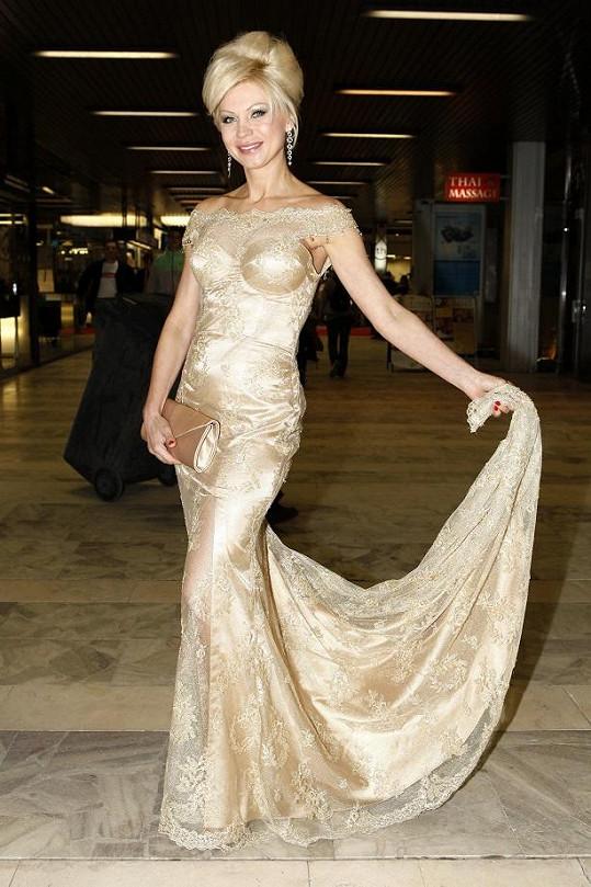 Natali Ruden ve svém vlastním modelu.