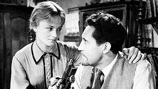 Snímek Vlčí jáma (1957) na dráhu hvězdy vystřelil Janu Brejchovou. Na snímku s Miroslavem Doležalem.