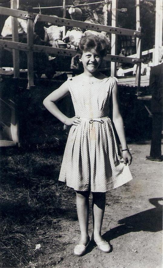 Pojkarové sestra, televizní kartářka Helen Silvan, v 16 letech.