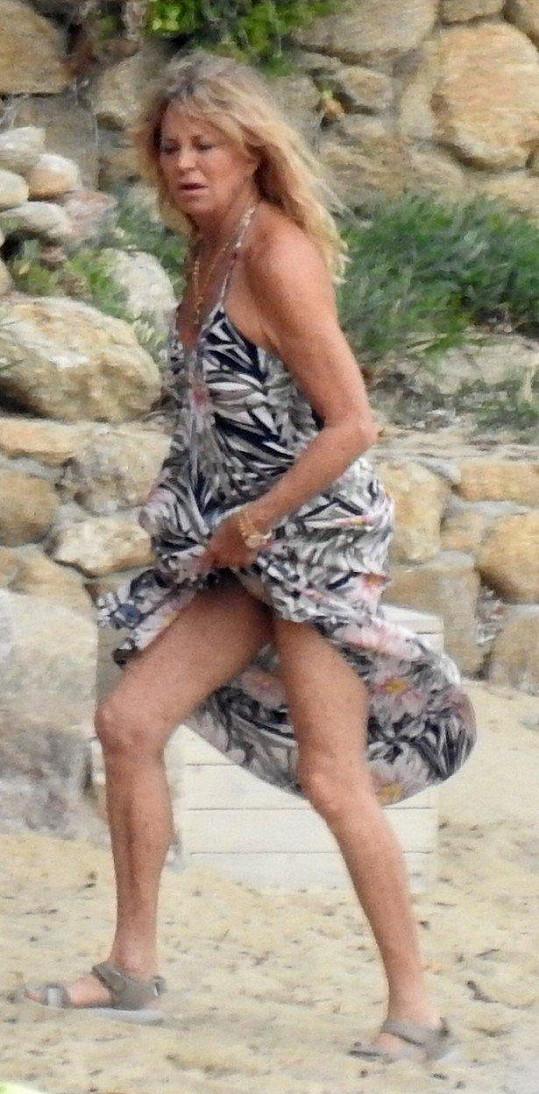 Na pláž zavítala i Katina matka Goldie Hawn.