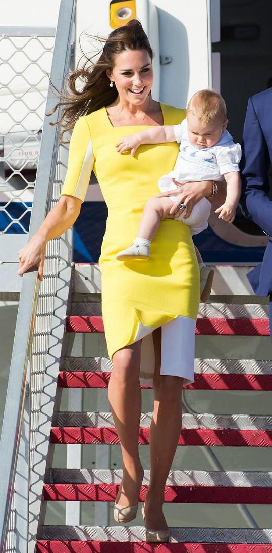 Žluté šaty Kate oblékla už před dvěma lety při návštěvě Austrálie.