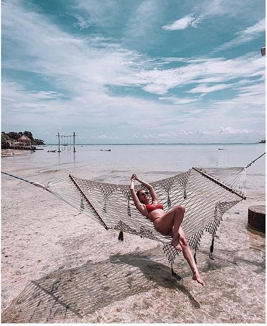 Užívá si tady relax na pláži.