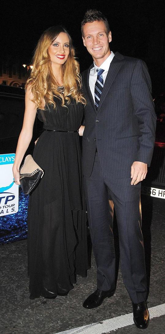 Tomáš Berdych a Ester Sátorová tvoří dokonale sladěný pár.