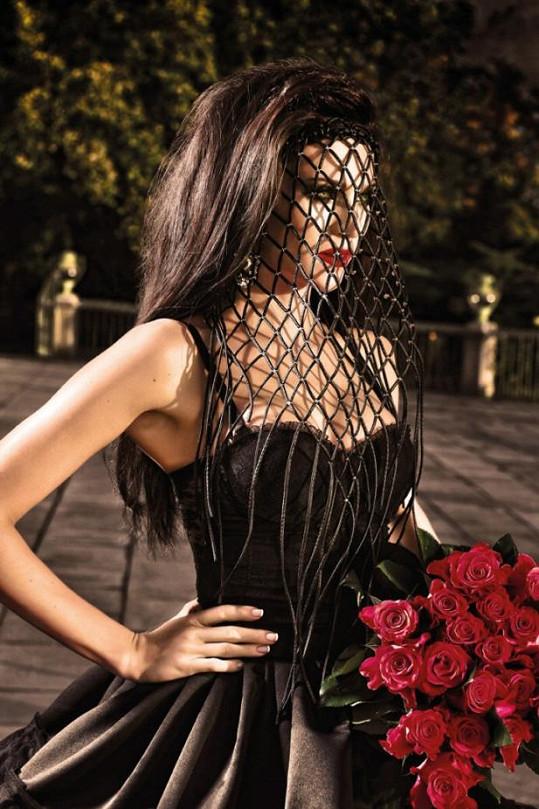 Extravagantní róby návrhářky Kateřiny Líblové jsou prý přesně Andrein styl.