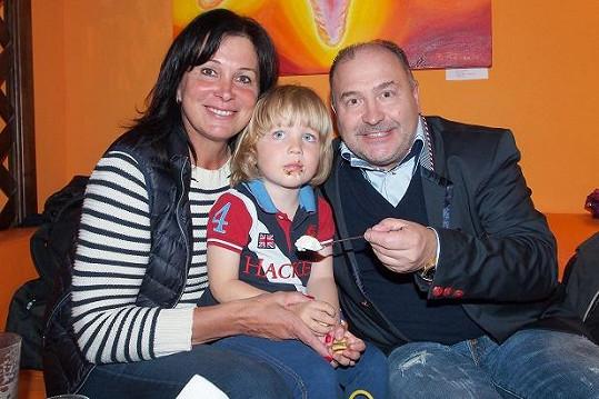 Michal David s manželkou Marcelou a vnukem Sebíkem