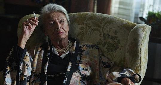 Zdenka Procházková v roli Lídy Baarové na konci jejího života