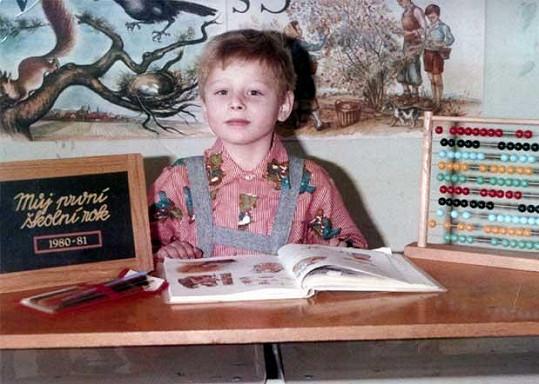 Píše se rok 1980 a malý Jareček nastupuje do základní školy.