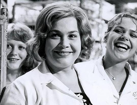 Eva Čeřovská (vlevo) s Mílou Myslíkovou a Dagmar Havlovou ve své nejslavnější roli