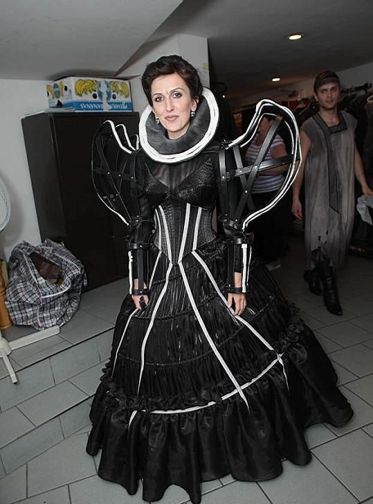 Radka Fišarová po porodu zhubla do svého původního kostýmu.
