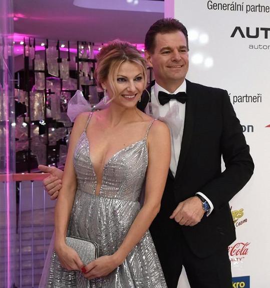 Garde jí dělal podle očekávání manžel Tomáš Abraham.