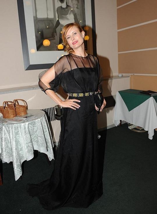 Jitka Schneiderová v luxusní róbě Dior.