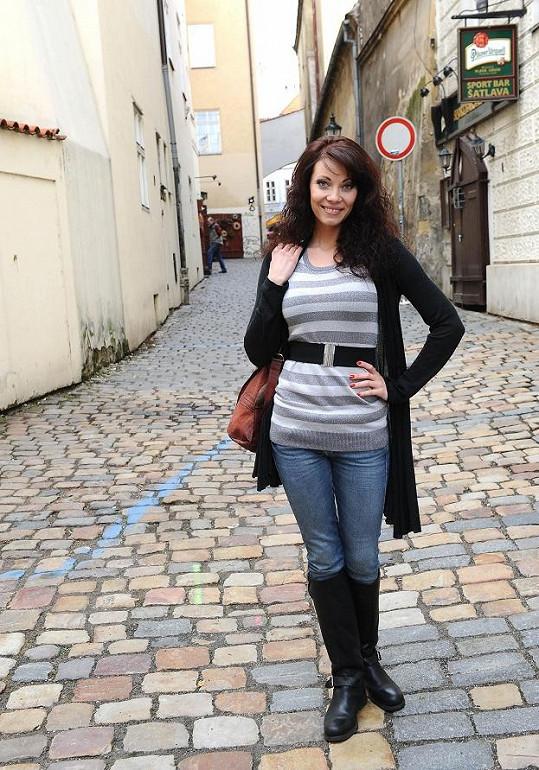 Zuzana je půvabná žena, ale ještě by se mohla trochu poprat s oblékáním.