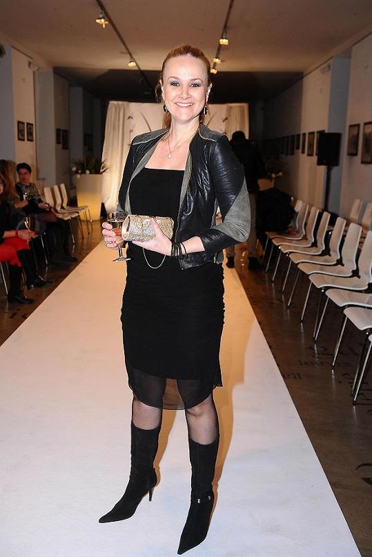 Linda Finková vypadá úžasně, zhubla a dokonale se oblékla.