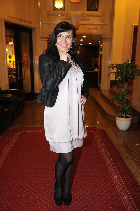 Andrea Kalivodová vypadá bez vrstev make-upu mladší.