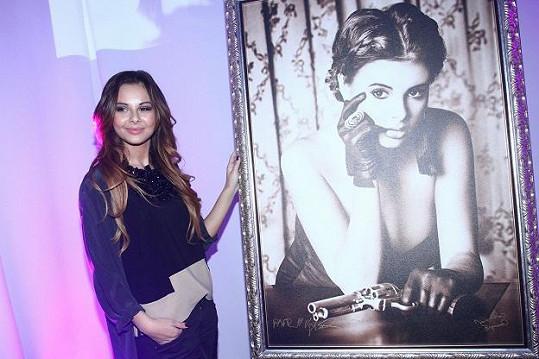 Monika se snímkem, který se pro Unicef vydražil za 30 tisíc korun.