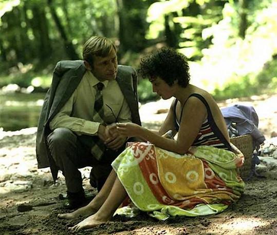 Jiří Kodet a Jana Boušková si zahráli v detektivce Smrt talentovaného ševce (1982).