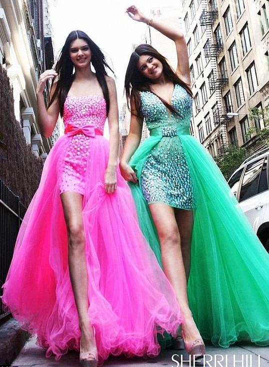 Kendall (vlevo) a Kylie Jenner.
