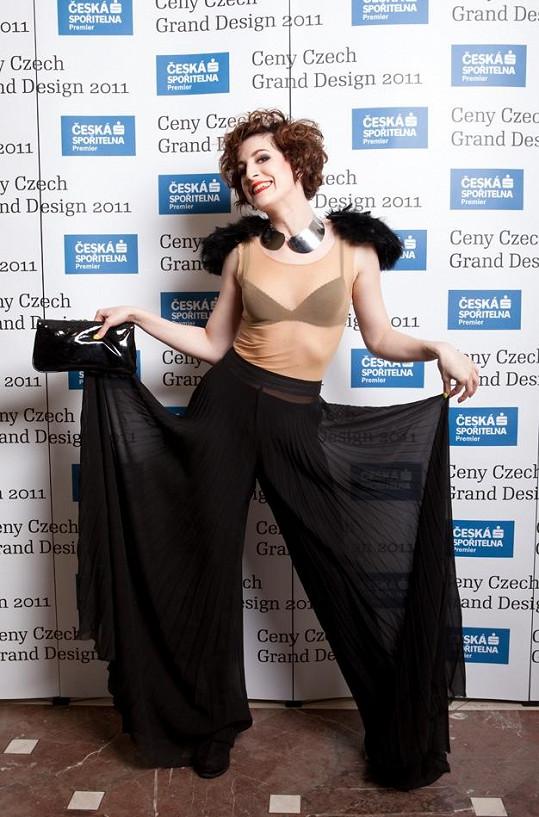 Klára Vytisková se chlubí svou kalhotovou sukní.