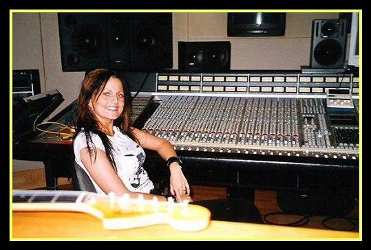 Olivie v nahrávacím studiu.