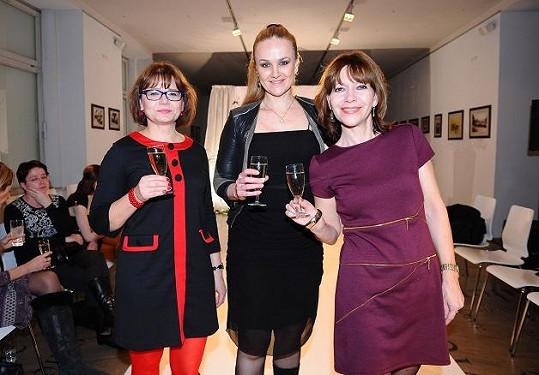 Linda s Míšou Dolinovou a Ivanou Andrlovou.