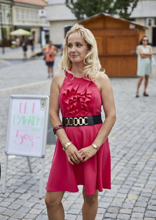 Půvabná Slovenka hraje v seriálu Kameňák.