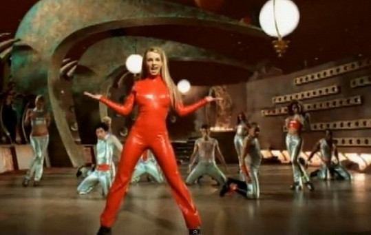 Britney Spears v klipu ops!... I Did It Again (2000)