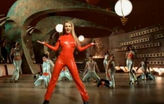 Britney Spears v klipu ops!... I Did It Again (2000)