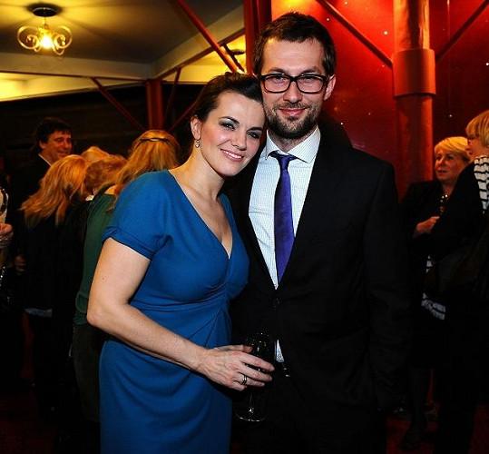 V porodnici v Podolí se o Karolínu staral mimo jiné i partner Marty Jandové, známý porodník Miroslav Verner.
