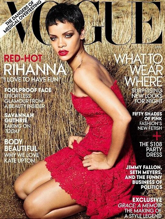 Rihanna v krátkém sestřihu a červených šatech na obálce Vogue.