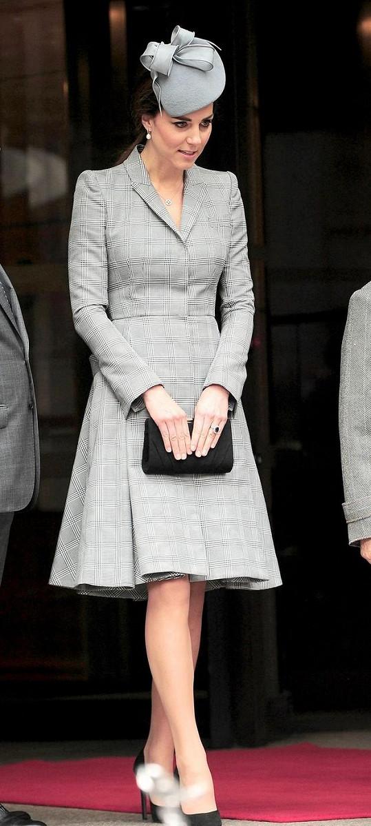Vévodkyně si nenechala ujít příjezd prezidenta Singapuru s chotí.