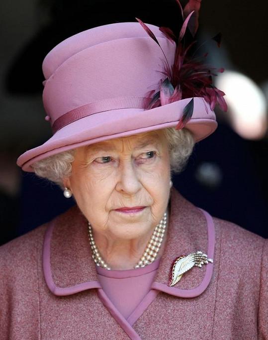 """Královna Alžběta II. je zřejmě příbuznou """"Piráta z Karibiku""""."""