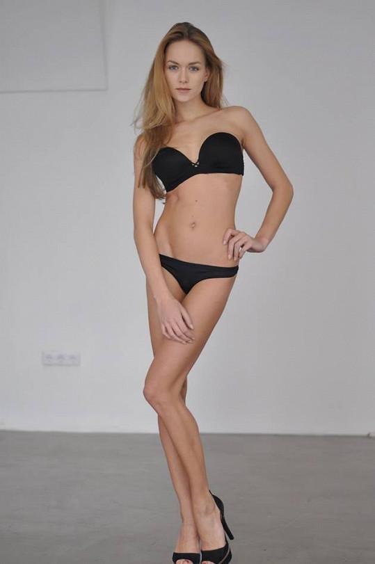 Modelka vypadá parádně i bez spousty líčidel.