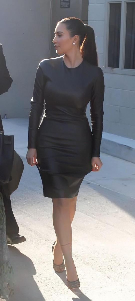Kim zvolila sice krásné, ale nepraktické šaty.