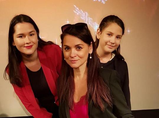 Magda Malá s dcerami Magdalenkou (vlevo) a Terezkou