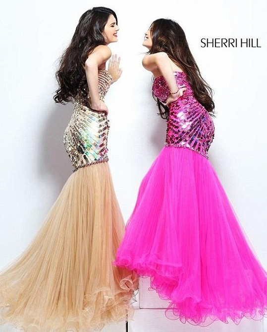 Kendall a Kylie Jenner pro Sherri Hill.