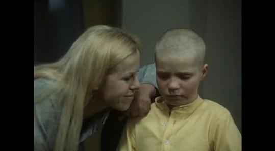 Kvůli roli jí museli oholit hlavu.