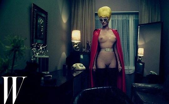 Linda Evangelista jako superhrdinka.