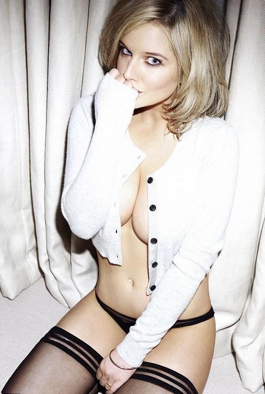 Helen je opravdu krásná blondýna. Proto je pro ni rozhodně lepší vyhýbat se výraznému líčení a tmavým tónovacím krémům.