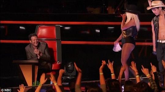 Christina Aguilera vystoupila v hodně odhalujícím kostýmu.
