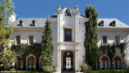 Tento dům s obrovským pozemkem je na prodej za 444 miliónů.