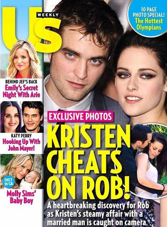 Fotografie na obálce magazínu US Weekly, kde se herečka objímá s režisérem.