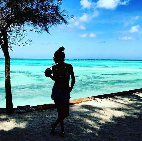 Modré nebe a tyrkysový oceán. Co víc si v únoru přát?