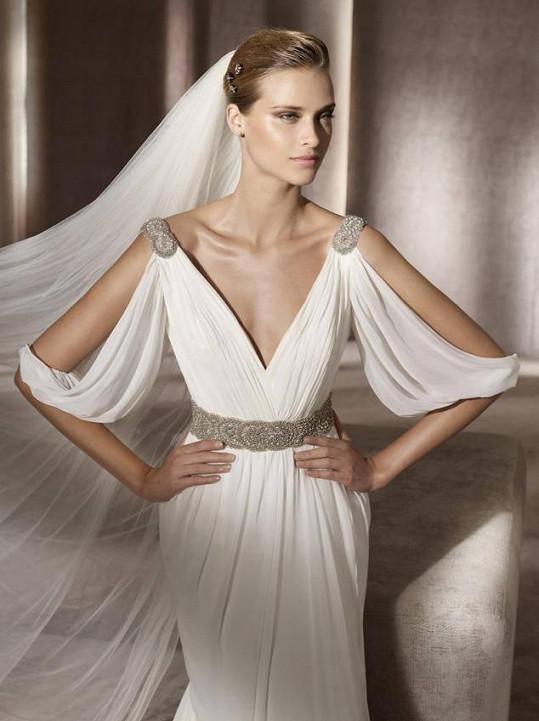 Tyhle šaty nabízejí na stránkách olomoucké půjčovny.