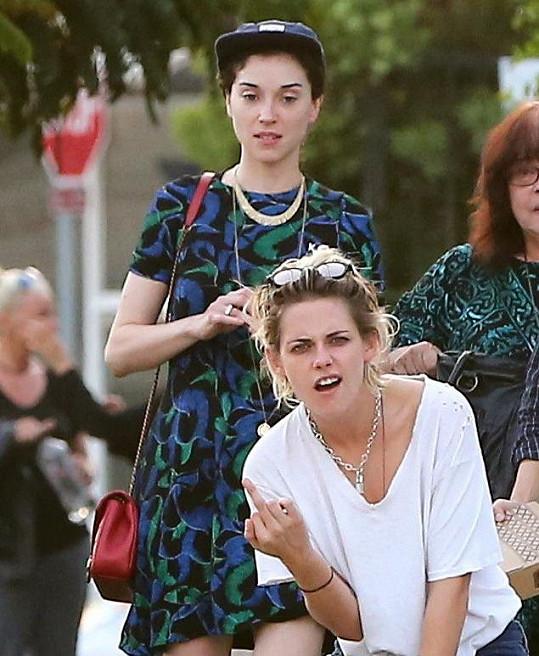 Koncem srpna vyrazily na večeři a Kristen z přítomnosti fotografa nebyla vůbec nadšená.