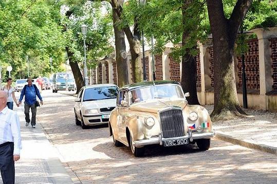 Gigi přijel na Vyšehrad v autě Rolls Royce.