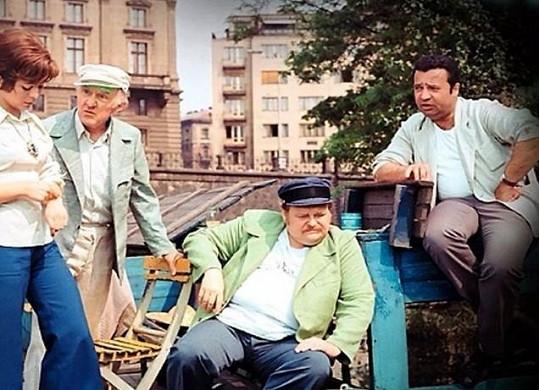 Jan Libíček (uprostřed sedící) zemřel přímo během natáčení filmu Jak utopit Dr. Mráčka aneb Konec vodníků v Čechách