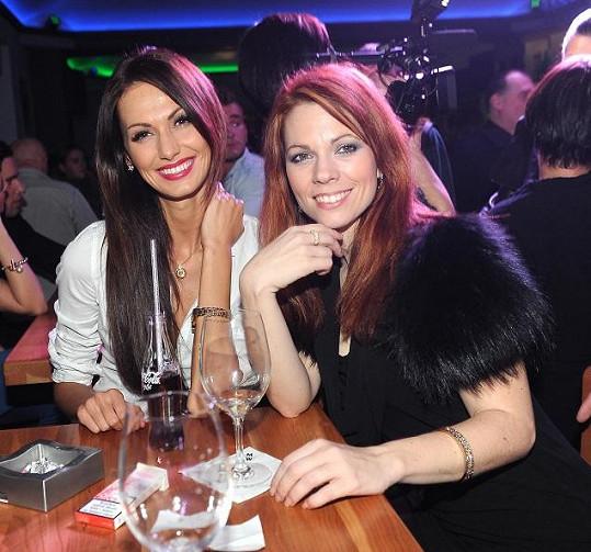 Nejhubenější zpěvačka Míša Nosková a nejhubenější modelka Eliška Bučková se držely pospolu.