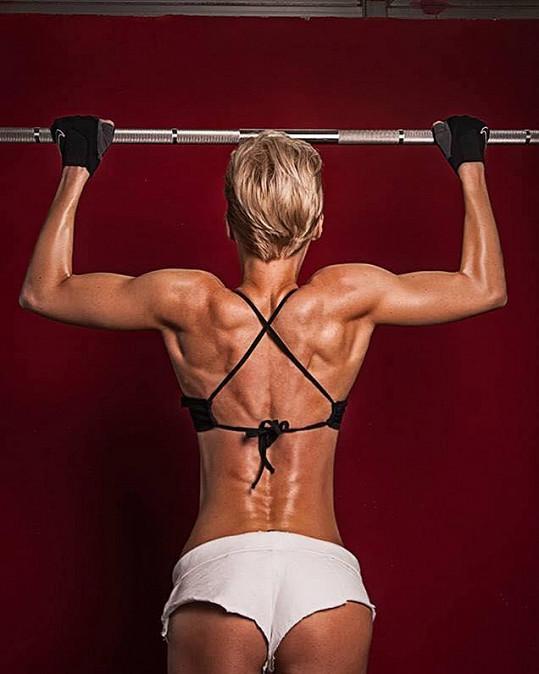 """""""I když záda v zrcadle nevidíme, jsou tyto svaly jedněmi z nejdůležitějších v lidském těle. Proto jim s Andrém věnujeme náležitou pozornost,"""" říká Hanka."""